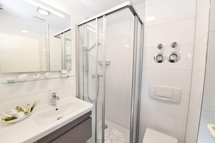 Sonneninsel-Badezimmer