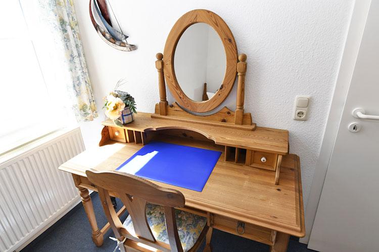 Sonneninsel-zweites-Schlafzimmer-Schreibtisch