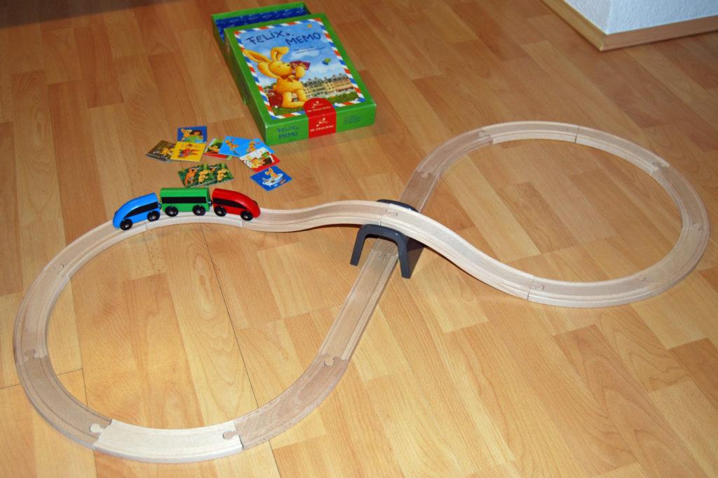 Holzeisenbahn ohne Brücke